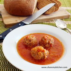 Traditional Bulgarian Kyufteta po Chirpanski- meatballs in rich tomato sauce or just what you need in a cold winter day. Bulgarian Recipes, Bulgarian Food, Greek Dinners, Beef Recipes, Cooking Recipes, European Cuisine, Hot Soup, Breakfast For Dinner, Tomato Sauce