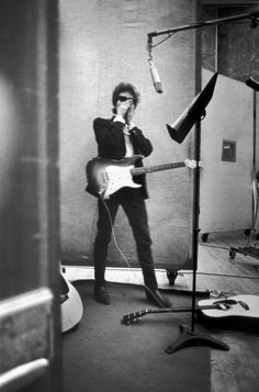 Bob Dylan in the studio.    (Source: vandals-took-the-handles, via oneafter909)