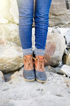 How to Tie Bean Boots - Carly the Prepster Mens Boots Fashion, Big Men Fashion, Curvy Fashion, Fashion Tips, Fashion Trends, Bean Boots Outfit, Men's Boots, Boho Boots, Flat Boots