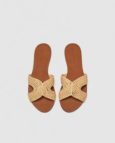 c7c07a63f72 Image 1 of FLAT NATURAL SANDALS from Zara Sandalias Planas