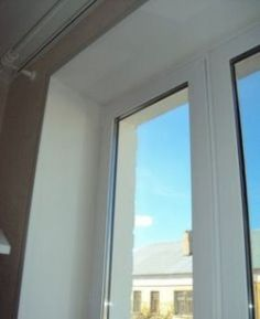 Отделка пластиковых окон своими руками Металлопластиковые окна на сегодняшний день пользуются небывалым потребительским спросом. Они не дорогие, в сравнении с деревянными стеклопакетами, долговечны и хорошо изолируют помещение от посторонних звуков, пыли и ветра. Но одной правильной установки пластиковых стеклопакетов недостаточно, зачастую настоящей проблемой для населения является оформление оконного проёма, то есть отделка откосов пластиковых окон. Многие прибегают к помощи… Windows, Ramen, Window