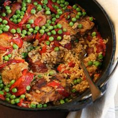 Chicken and Brown Rice with Chorizo Meaty chicken thighs and smoky chorizo combine with brown rice to make a hearty one-pot meal. One Pot Chicken Dinner Recipe, Best Chicken Recipes, Chicken And Brown Rice, Chorizo Recipes, Recipe For 4, One Pot Meals, Food Photo, Clean Eating, Favorite Recipes