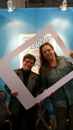 Die Bücherfrauen Valeska Henze und Katrin Schroth am LOG.OS Stand.