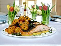 Pääsiäisen kalaherkku sitruuna-yrttilohi ja sahramiperunat tuo kevään myös lautaselle. Sitruuna ja yrtit sopivat lohelle erinomaisesti, tuoden kalan omaa Seafood, Turkey, Meat, Chicken, Sea Food, Turkey Country, Cubs, Seafood Dishes
