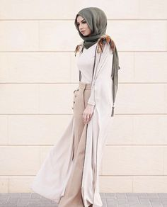 Image may contain: 1 person Abaya Fashion, Muslim Fashion, Modest Fashion, Fashion Outfits, Fashion Styles, Women's Fashion, Modest Wear, Modest Dresses, Modest Outfits