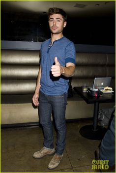 Zac Efron: 'That Awkward Moment' Fan Event Photos! | zac efron that awkward moment qa event photos 03 - Photo