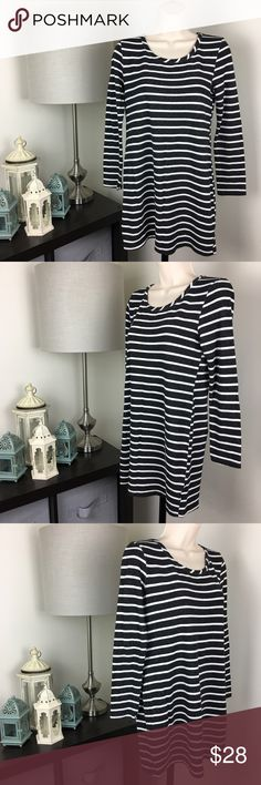 Bar lll Striped Tunic Top Black White Small 099 Tag Size: Small  ▫️Material: See Photos ▫️Approximate Measurements (inches laying flat):          Armpit to Armpit: 17          Shoulder to Hem: 29          Sleeve Length: 22 ▫️Condition: Very Good, See Photos  ▫️3/7 CHKD-MID 3/5-333 Bar III Tops Tunics