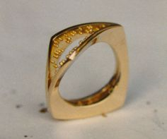 Granulated ring in gold, design and realization by Hubert Heldner.