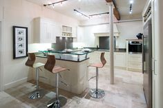 This kitchen bar would suit both modern and traditional homes.