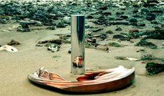 """O artista londrino Jonty Hurwitz cria 'esculturas anamórficas """", que só se revelam uma vez diante de um cilindro reflexivo. Hurwitz possui um diploma de engenharia em Joanesburgo, onde descobriu a linha tênue entre arte e ciência."""