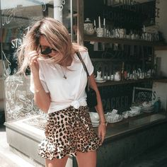 Leopard print shorts with white top Style Outfits, Casual Fall Outfits, Spring Outfits, Trendy Outfits, Cute Outfits, Fashion Outfits, Womens Fashion, Fashion Tips, Fashion Bloggers