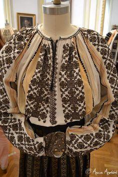 Folk Costume, Costumes, Fashion Illustration Vintage, Folk Embroidery, Romania, Popular, Traditional, Craft, Skirts