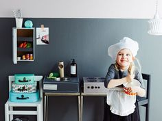 Tee itse helppo leikkikeittiö! Pikkukokki ihastuu tähän kekseliääseen kenkälaatikkokeittiöön. Vauva & Meidän Perhe