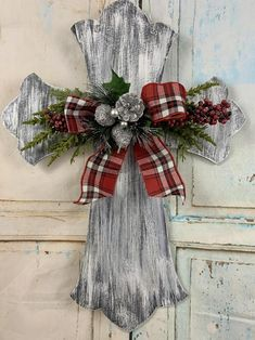 Cross Door Hangers, Wooden Door Hangers, Christmas Wood, Christmas Cross, Christmas Signs, Country Christmas, Christmas Door Decorations, Christmas Wreaths, Cross Decorations
