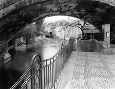 Praha under the charles bridge
