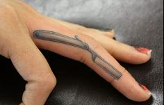 Straight razor tattoo add a quote from Sweeney Todd. Love Finger Tattoo, Small Finger Tattoos, Finger Tattoo Designs, Small Tattoos, Tiny Tattoo, Hand Tattoos, Ankle Tattoos, Girl Tattoos, Tatoos