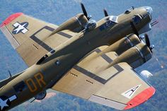 WONDERFUL SHOT ! B-17G Flying Fortress