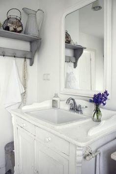 Shabby soul: And now the bathroom! Dit wil ik doen met een oud kastje in de logeerkamer!