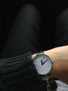 All black+ simple watch//