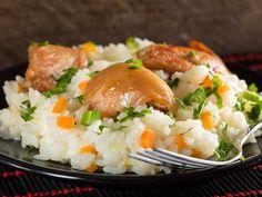 Pilaf cu pulpe de pui si legume - BucateleNoastre Romanian Food, Romanian Recipes, Rice Recipes, Mashed Potatoes, Chicken, Cooking, Ethnic Recipes, Dan, Recipes