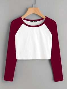 Shop Contrast Raglan Sleeve Crop T-shirt online. Shop Contrast Raglan Sleeve Crop T-shirt online. SheIn offers Contrast Raglan Sleeve Crop T-shirt & more to fit your fashionable needs. Crop Top Outfits, Cute Casual Outfits, Summer Outfits, Teen Fashion Outfits, Fashion Clothes, Vetement Fashion, Cooler Look, Blue Crop Tops, Teenager Outfits