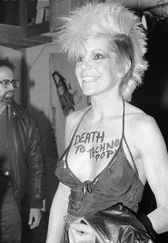 Wendy O. Williams (Plasmatics) / c. 1978.  The #punk movement rejected traditional notions of beauty and used extreme haircuts and outfits to express rebellion and breaking with mainstream culture.  #subvert1970s #plasmatics