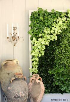 live plant wall // Woodside Decorator Show House lebende Pflanzenwand // Woodside Decor Garden Art, Garden Design, Green Garden, Jardin Vertical Artificial, Outdoor Gardens, Indoor Outdoor, Vertikal Garden, Vertical Green Wall, Walled Garden