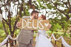Amor e fé foi o que não faltou no casamento no campo da Lidiane e do João. Tudo lindo e muito romântico!