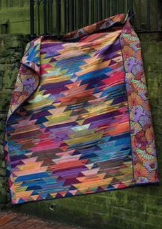 """""""Haze Kilim"""" Quilt by Kaffe Fassett in the book 'Simple Shapes, Spectacular Quilts' (Melanie Falick Books) Quilting Projects, Quilting Designs, Southwestern Quilts, Scrappy Quilts, Batik Quilts, Colorful Quilts, Knitting Patterns Free, Free Knitting, Free Pattern"""