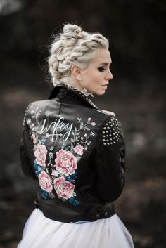 Bridal Accessories Painted Leather Jacket + Wedding Dress = Awesome ~ Beautiful hand painted jacket by Wolf & Rosie<br> Discover the perfect wedding accessories, including veils & headpieces, jewelry, belts & jackets, and more. Shop our collection. Rocker Wedding, Painted Leather Jacket, Black Leather, Looks Black, Wedding Dress Trends, Wedding Outfits, Wedding Ideas, Plus Size Wedding, Bridal Accessories