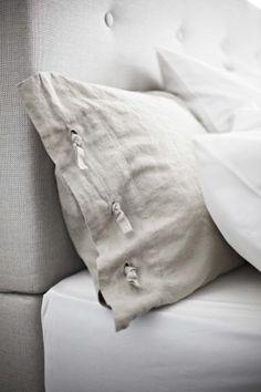 Best Bed Linen Ever – Best bed linens for your home Linen Pillows, Linen Bedding, Bed Pillows, Bedding Sets, Ikea Pillow, Cushion Pillow, Shabby, Bed Linen Design, Textiles