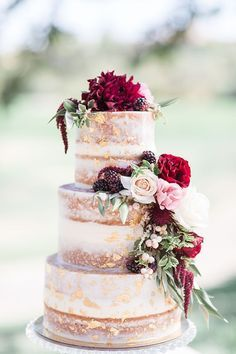 Burgundy wedding cake idea #wedding #weddingideas #cakes #food #fallwedding #rusticweddings #deerpearlflowers ❤️ http://www.deerpearlflowers.com/burgundy-wedding-cakes/