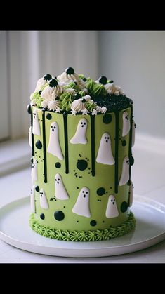 My ghost cake! 👻 I piped royal icing ghosts to decorate this chocolate cake! I used black ganache for the drips! Bolo Halloween, Fete Halloween, Halloween Desserts, Halloween Food For Party, Halloween Treats, Halloween Cupcakes, Cake Cookies, Cupcake Cakes, Fondant Cakes