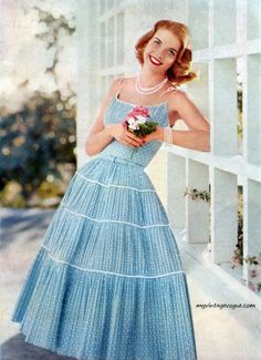 Givenchy worn by Suzy Parker - Orlon 1954 Vogue - Fashion Vintage Knitting by Columbia Vogue - 1955 1951 -. Fashion 60s, 1950s Fashion Dresses, Vintage Fashion, Color Fashion, Dress Fashion, Moda Retro, Moda Vintage, Vintage Prom, 1950s Style