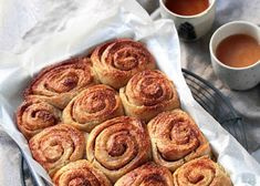 Cinnamon rolls très moelleux Macaron, Dessert, Cinnamon Rolls, French Toast, Muffin, Gluten Free, Cooking Recipes, Dining, Healthy