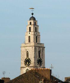 """En #Cork se encuentra """"El Mentiroso de las Cuatro Caras"""" en la torre de la Iglesia de Santa Ana.Y es que si lo miras desde la base de la torre, cada reloj parece que muestra una hora diferente #Curiosidades #Turismo #Irlanda"""