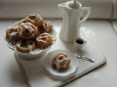 1:12 scale // Miniature cinnamon rolls served on a stand with by Kimsminibakery