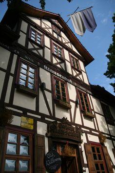 Das historisch Gebäude steht direkt auf dem Eichsfelder Abschnitt des Jakobus-Pilgerweges nach Santiago de Compostella.