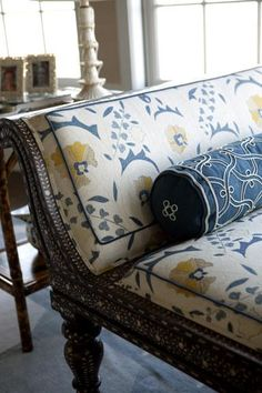 Interior designer Sara Gilbane's expert tips for decorating a chic pattern-on-pattern abode Living Room Furniture, Home Furniture, Furniture Design, Danish Furniture, Furniture Layout, Interior Exterior, Interior Design, Chair Fabric, Pattern Mixing