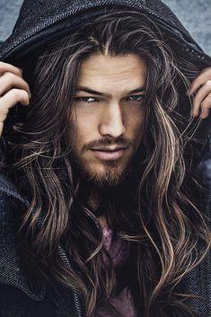 Long hair and beard Barba Grande, Beltane, Fade Haircut, Attractive Men, Good Looking Men, Beard Styles, Male Beauty, Gorgeous Men, Male Models