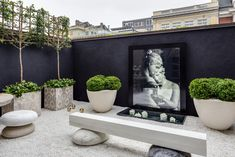 Peaceful art garden featuring natural marble seats by Kreoo