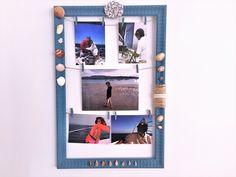Inmortaliza tus vacaciones exponiendo tus fotos y recuerdos en este marco reciclado.