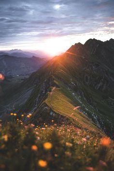 Den Sonnenaufgang als erster erleben - ein Traum von diesem Spot auf dem Berg aus! Wunderschön im Sommer.