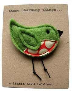 Birdie brooch - felt and other materials Felt Crafts, Fabric Crafts, Crafts To Make, Hobbies And Crafts, Sewing Crafts, Sewing Projects, Felt Christmas Decorations, Felt Christmas Ornaments, Christmas Crafts