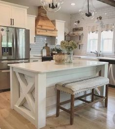 inspiring ideas for farmhouse kitchen remodel design decor in your home 39 Kitchen With Big Island, Farmhouse Kitchen Island, Modern Farmhouse Kitchens, Cool Kitchens, White Kitchens, Kitchen Benches, Country Kitchens, Kitchen Islands, Rustic Kitchen