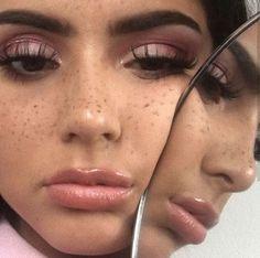 Pinterest: SueThoughts Highlighter Makeup, Skin Makeup, Eyeliner Tutorial, Aesthetic Makeup, Makeup Inspo, Makeup Goals, Makeup Tips, Beauty Makeup, Hair Beauty