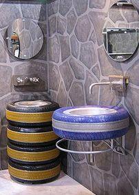 Pipocandoideias - Banheiro decorado com pneus  Veja mais dicas em http://pipocandoideias.tumblr.com/
