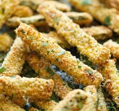 Healthy Snacks Baked Zucchini Fries - These fries are amazingly crisp-tender and healthy with just calories. And no one would ever believe that these are baked! Slow Cooking, Cooking Recipes, Gourmet Recipes, Vegetable Sides, Vegetable Recipes, Veggie Recipes Sides, Easy Vegetable Side Dishes, Quick Side Dishes, Dinner Side Dishes