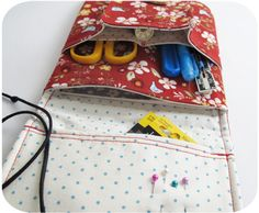 Extra pocket to make the Mending Kit from michellepatterns. There is no need to resize, as I bought the actual mending pattern. Sewing Kits, Sewing Box, Sewing Hacks, Sewing Ideas, Sewing Projects, Sewing Patterns, Sewing Rooms, Learn To Sew, Patch