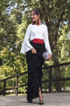 Black, white and red outfit Fashion Mode, Modest Fashion, Look Fashion, Fashion Dresses, Womens Fashion, Fashion Design, Fashion News, Elegant Dresses, Beautiful Dresses